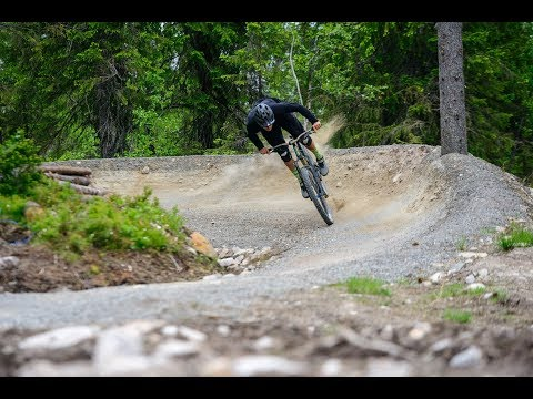 How to ride berms on a mountainbike - Destroying berms