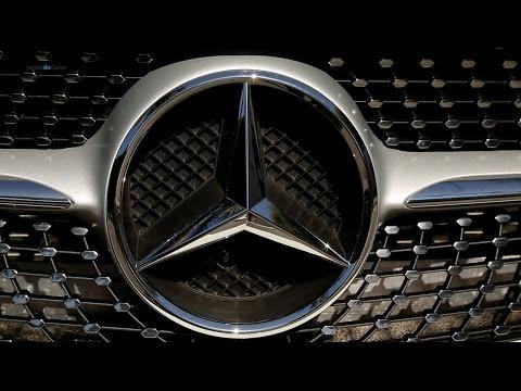Mercedes-Benz A250 Sport usa traje esporte fino