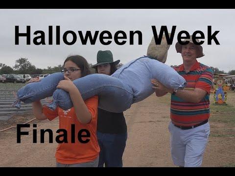 Halloween Week Finale- Scarecrow & Corn Maze | RainyDayDreamers in 4k CC