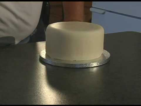 How to cover a cake with EasyIce Rolled Fondant