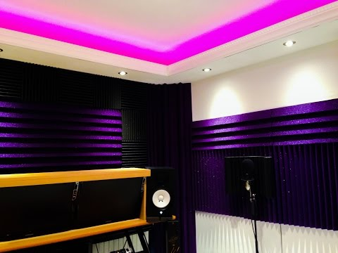 How to build a home recording studio in a bedroom