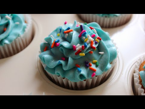 It's a Boy! Blue rainbow buttercream and sponge Cupcakes - Quick and easy recipe!