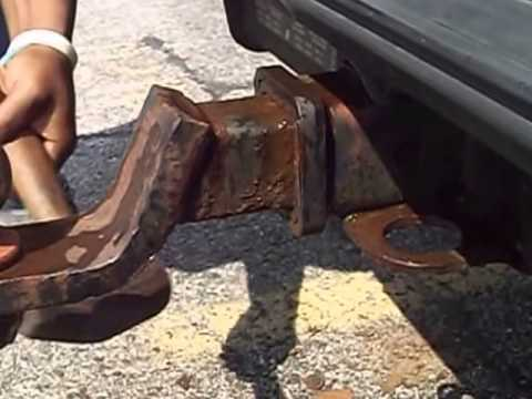 Removing the rusty hitch from a 1994 GMC Suburban using vinegar Part 2