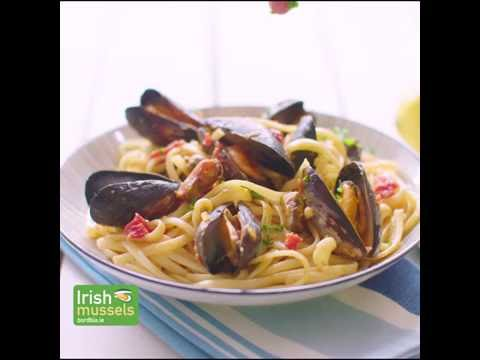 Chilli and Garlic Flavoured Mussels with Pasta (Short)