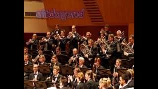 De Koninklijke Harmoniekapel Delft is hét harmonieorkest van Zuid-Holland. Wij zijn een bruisende vereniging voor muzikanten met passie voor blaasmuziek. Geen hoempapa, niet marcheren, maar gewoon mooie, uitdagende concerten op uitstekende locaties.   Interesse om sfeer te proeven of lid te worden? Een keer een concert bijwonen? Onze vereniging sponsoren? Kijk op www.harmoniekapel.nl