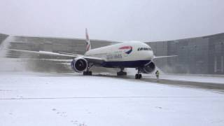 Boeing 777 GE90 High Power Engine run clearing the snow - bring the noise