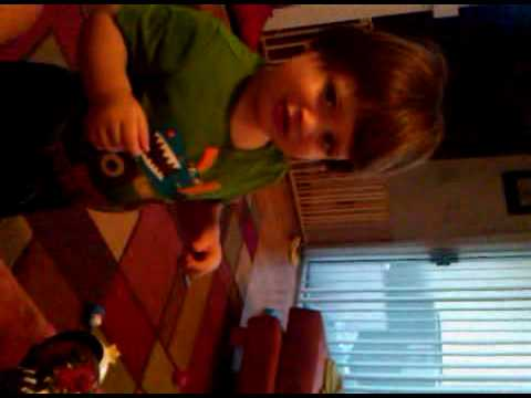 Luka Eating & playing 20100328.3GP