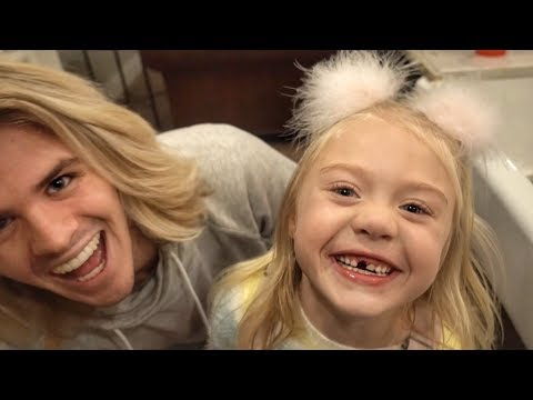 EVERLEIGH LOSES HER FIRST TOP TOOTH! (CUTEST REACTION EVER)
