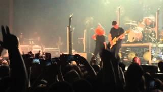Paramore plays