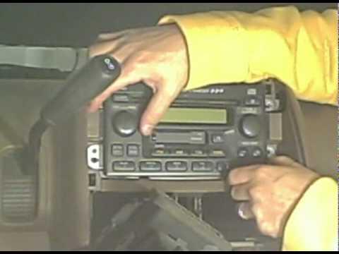 2003 Honda CR-V Aftermarket Stereo installation.