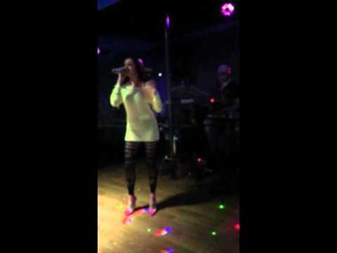 Daniela Camaj - Tradhtare Live (Keyboard: Elvis Tershana)