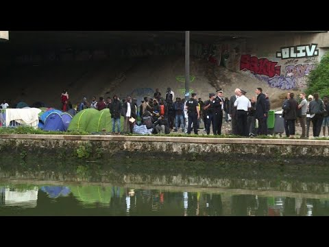 French police start evacuating Paris migrant makeshift camp