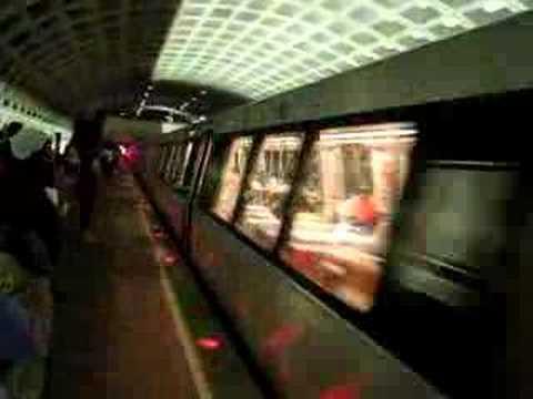 WMATA Green Line Train at L'Enfant Plaza Station - 26 May 08