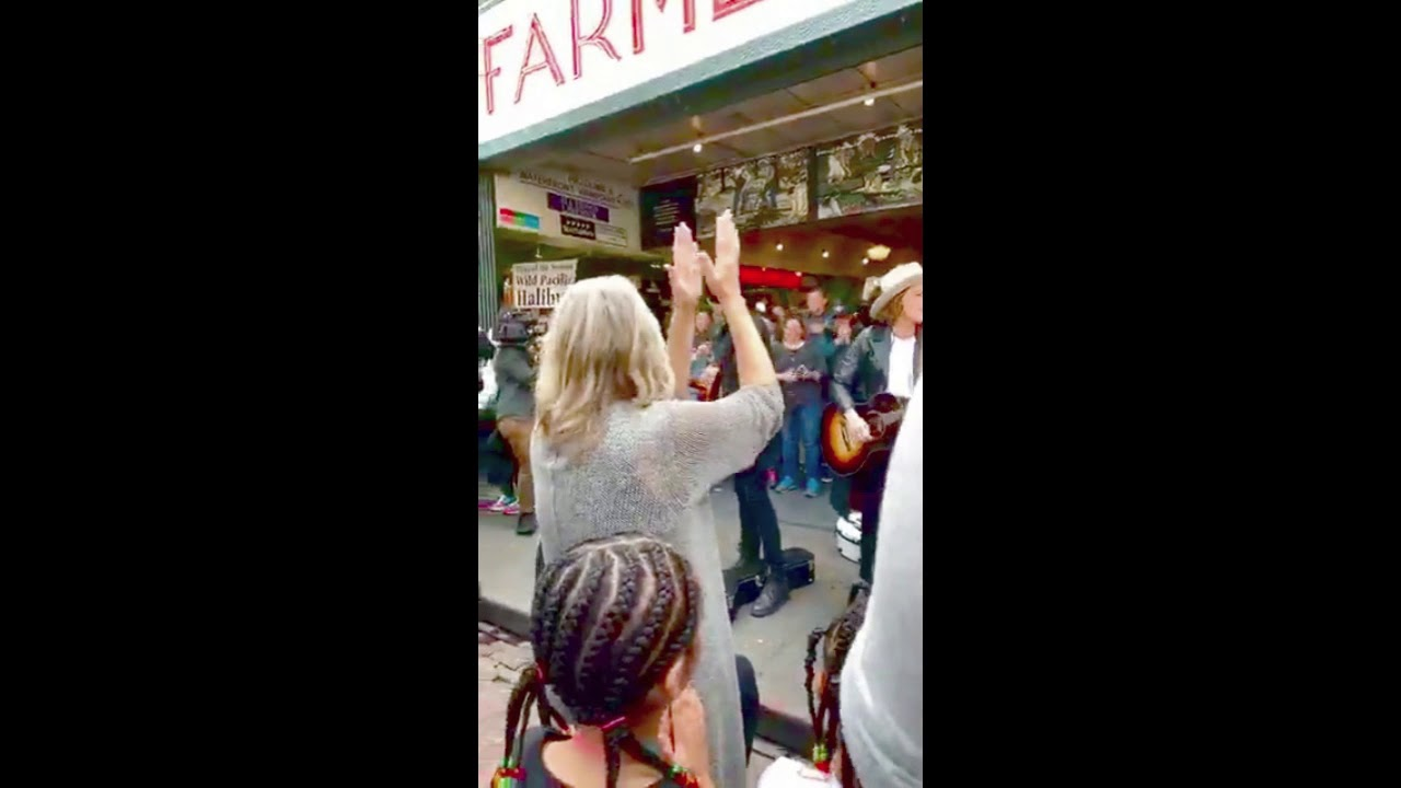 Brandi Carlile and Dave Grohl surprise busking at Seattle's Pike Place Market.   All 4 songs!