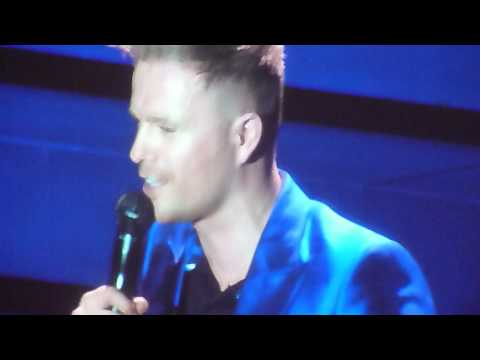 Westlife - Nicky Byrne reading banners - O2 Arena London 12.05.2012