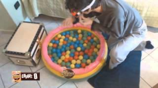 TUFFARSI IN UNA PISCINA PER BAMBINI! - Chocovore Challenge