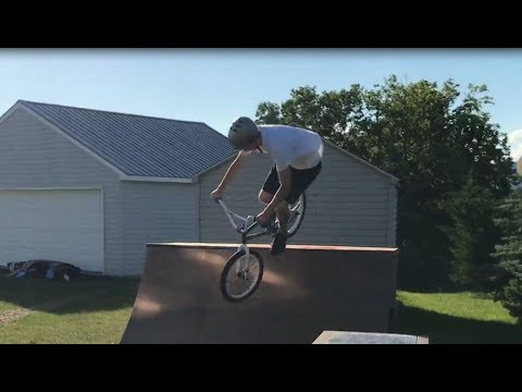 OUR FIRST TIME RIDING A QUARTER PIPE!