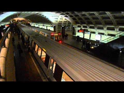 DC Metro (WMATA): 2 Yellow Line train at L'Enfant Plaza (Upper Level)