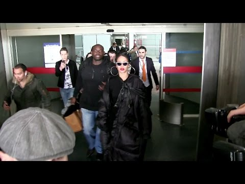 EXCLUSIVE - Friendly Rihanna arrives at Paris Airport posing with fans