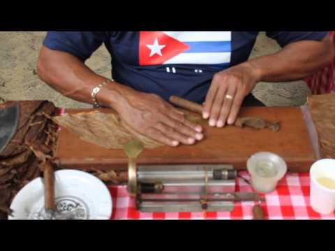 How to roll a Cuban Cigar at the 6th Latin America Food Festival (Kuala Lumpur)