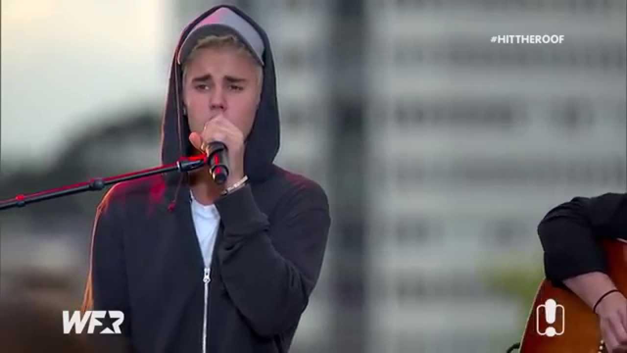 Download Justin Bieber singing Boyfriend acoustic on the World Famous Rooftop in Australia, September 28 2015 MP3 Gratis