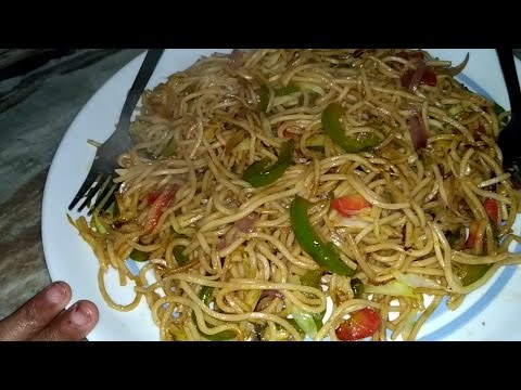 Hakka Noodles, vegetable noodles , Recipe in Hindi (हक्का नूडल्स) by Akshita Kitchen