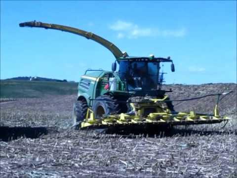 John Deere 8600 Chopping Corn