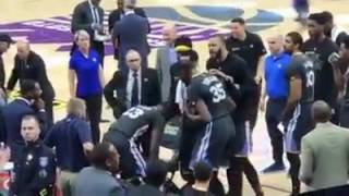 Draymond Green arguing with Kevin Durant during the warriors loss to kings 106-109