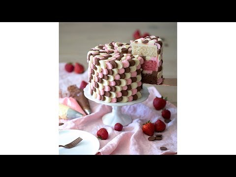 How to Decorate a Petal Cake