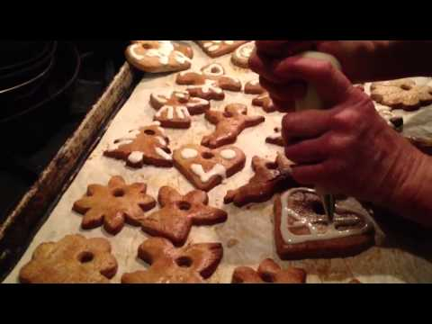 Gingerbread Cookies make cute Christmas Tree Ornaments