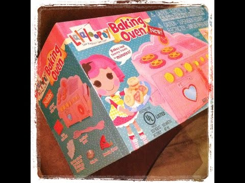 Cooking up FUN with our New Lalaloopsy Baking Oven!