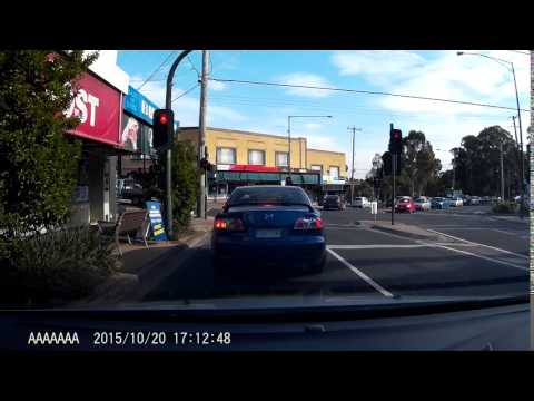 Red light jump and near miss - Melbourne