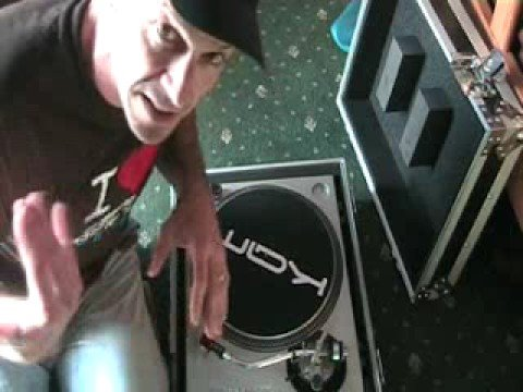 Roadready Flight case for a vinyl turntable