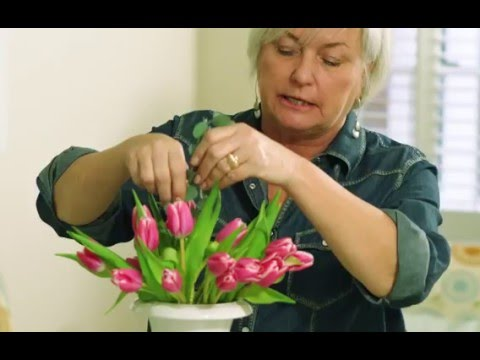 How to Arrange Tulips in a Vase Using a Grid