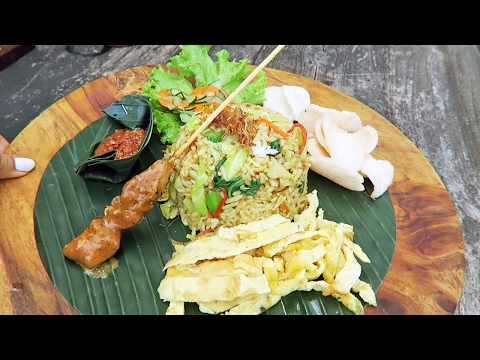 Nasi Goreng in Ubud, Bali ● Temple Ceremony Experience