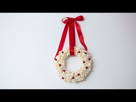 DIY Christmas decoration - Popcorn wreath