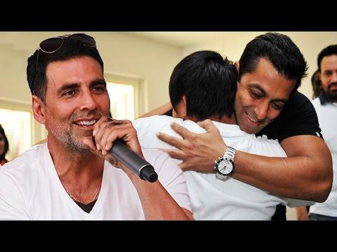 I Have Seen Salman Khan Give Bundles Of Money To Needy People - Akshay Kumar - FLASH BACK