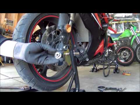 2006 GSX-R600 Front Tire Removal