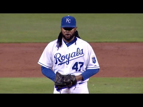 Cueto shimmies, strikes out Cruz in the 3rd