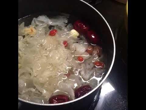 Delicious Hong Kong Longan Goji Snow Fungus Beauty Sweet Soup