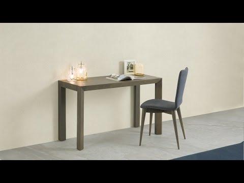 Dorian wood hall table