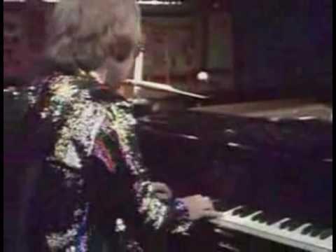Elton John - Tiny Dancer Live