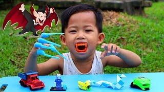 Tunggu Kakak Pulang Sekolah Ketemu Pedagang Mainan Anak Keliling. Beli Mainan Murah Lucu & Unik