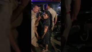 ladki ne police ko pita||girl fight with police||police ki gunda gardi||by gone viral today