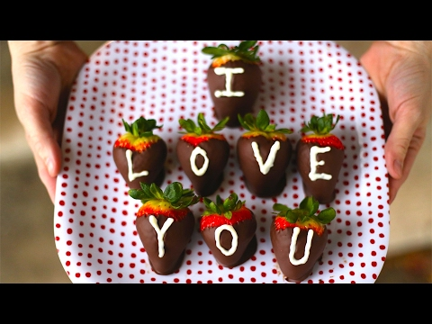 How To Make Chocolate Covered Strawberries! Best Valentines Gift Ever!