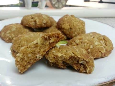 HOW TO MAKE CHEWY ANZAC BISCUITS
