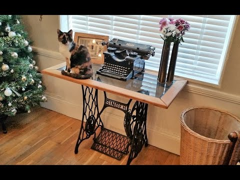 DIY Singer Sewing Machine, Oak And Glass Side Table....................... DSNERV