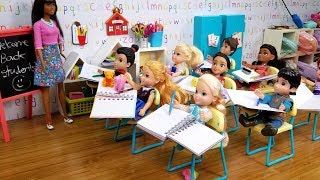 FIRST day at school ! Elsa and Anna toddlers - new Barbie teacher & students