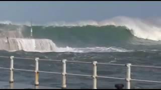 Ola gigante rompe violentamente en la entrada del puerto de Cudillero, SUSCRIBETE!!!.