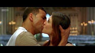 Kareena & Akshay Kumar kissing on screen